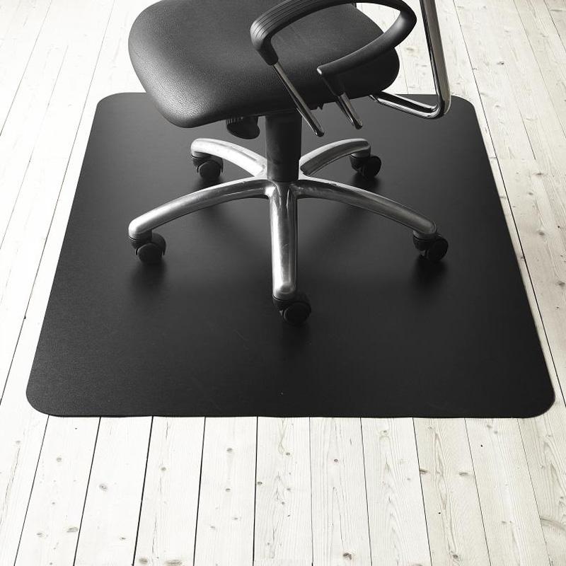 Matting Office Wellness - Ett svart golvskydd som skyddar underlaget och låter kontorsstolen rulla lätt.